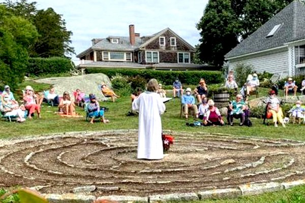 rev-sue-preaching-labyrinth-outside